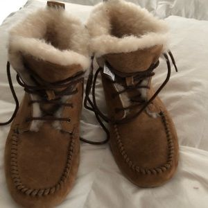 UGGs women Chikaree booties